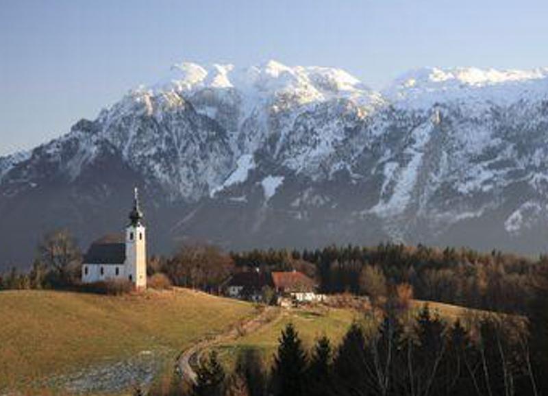Johannishögl mit dem Untersberg im Hintergrund